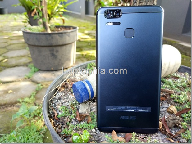 Asus Zenfone Zoom S ZE553KL Review: Flagship Camera, Big Battery