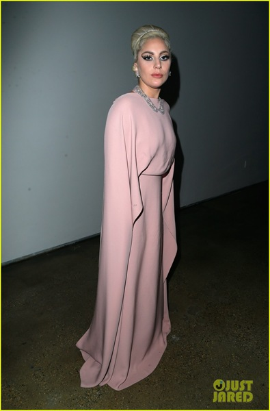 lady-gaga-performs-ryan-murphy-tribute-at-amfar-04
