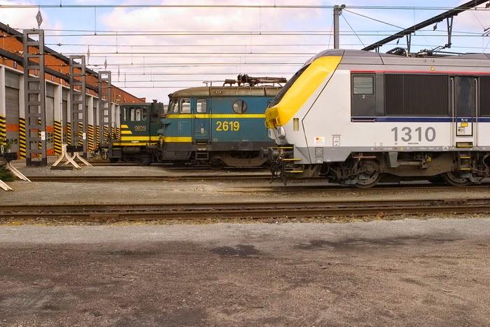 1310 en 2619 Merelbeke 2004-05-01 CRW_7474.jpg