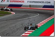 Lewis Hamilton nelle prove libere del gran premio d'Austria 2017