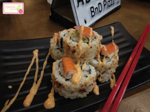 maniak-makan-bnd-pizza-solo-japanese-food-cutterpilar-sushi