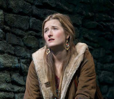 Grace Gummer Profile pictures, Dp Images, Display pics collection for whatsapp, Facebook, Instagram, Pinterest, Hi5.