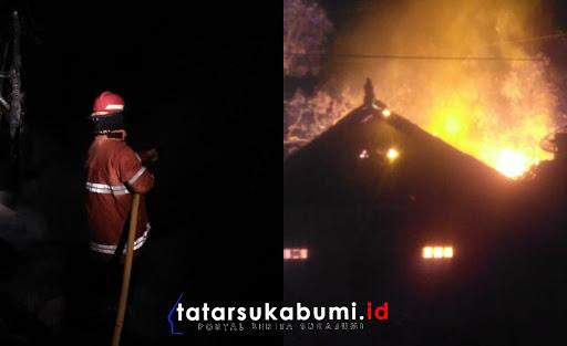 Kebakaran melanda rumah warga Kutasirna Cisaat / Foto : Rapik Utama (15/1/2019)