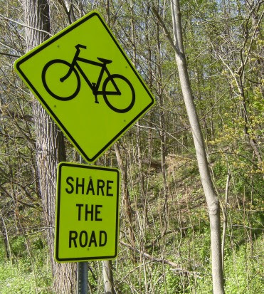 Bike: Share the Road; Schild an der New York State Bike Route 9 kurz vor Albany