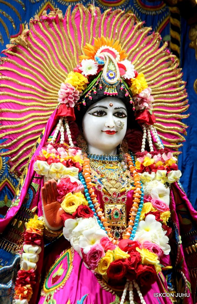 ISKCON Juhu Sringar Deity Darshan on 2nd Oct 2016 (21)