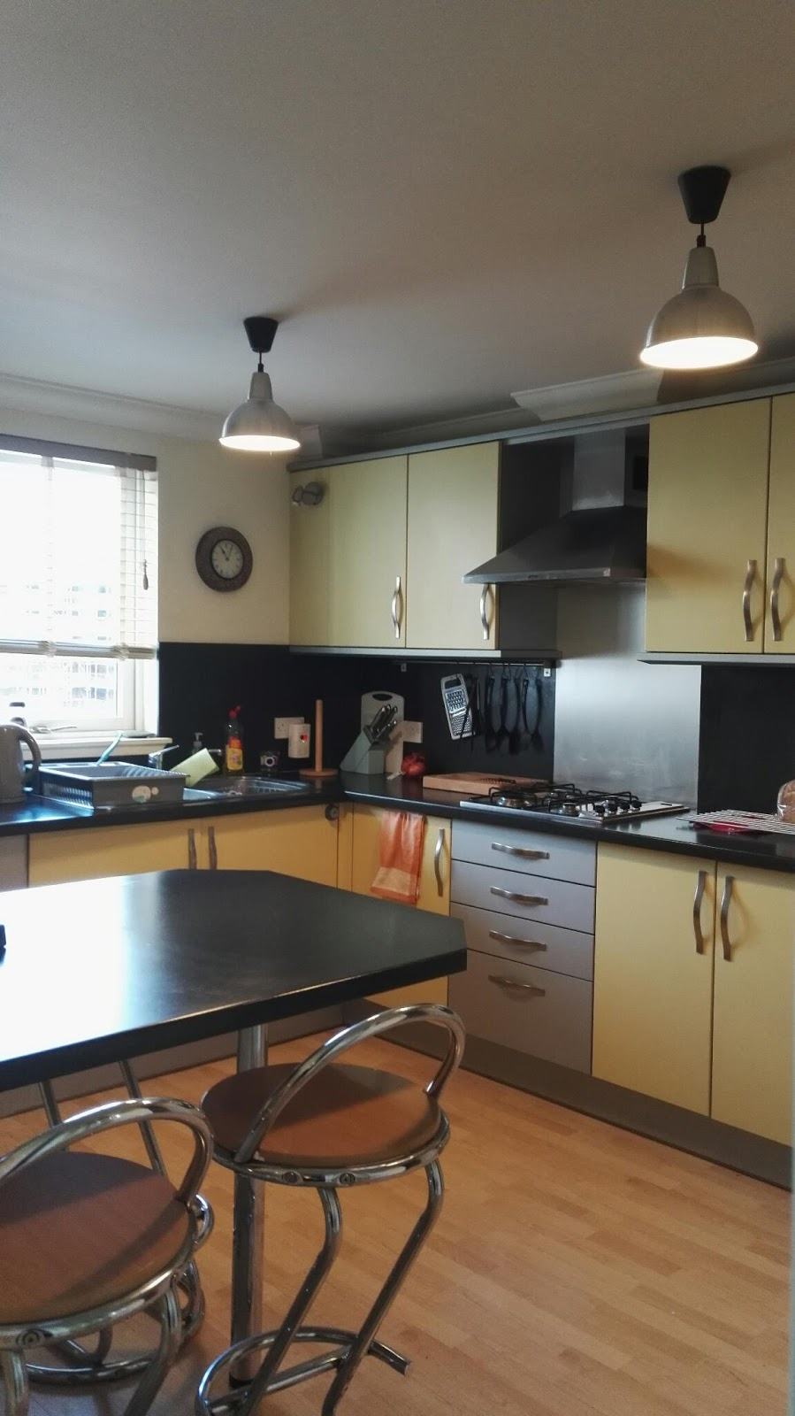 Travel log / Resedagbok: Lägenheten på Crewe Street