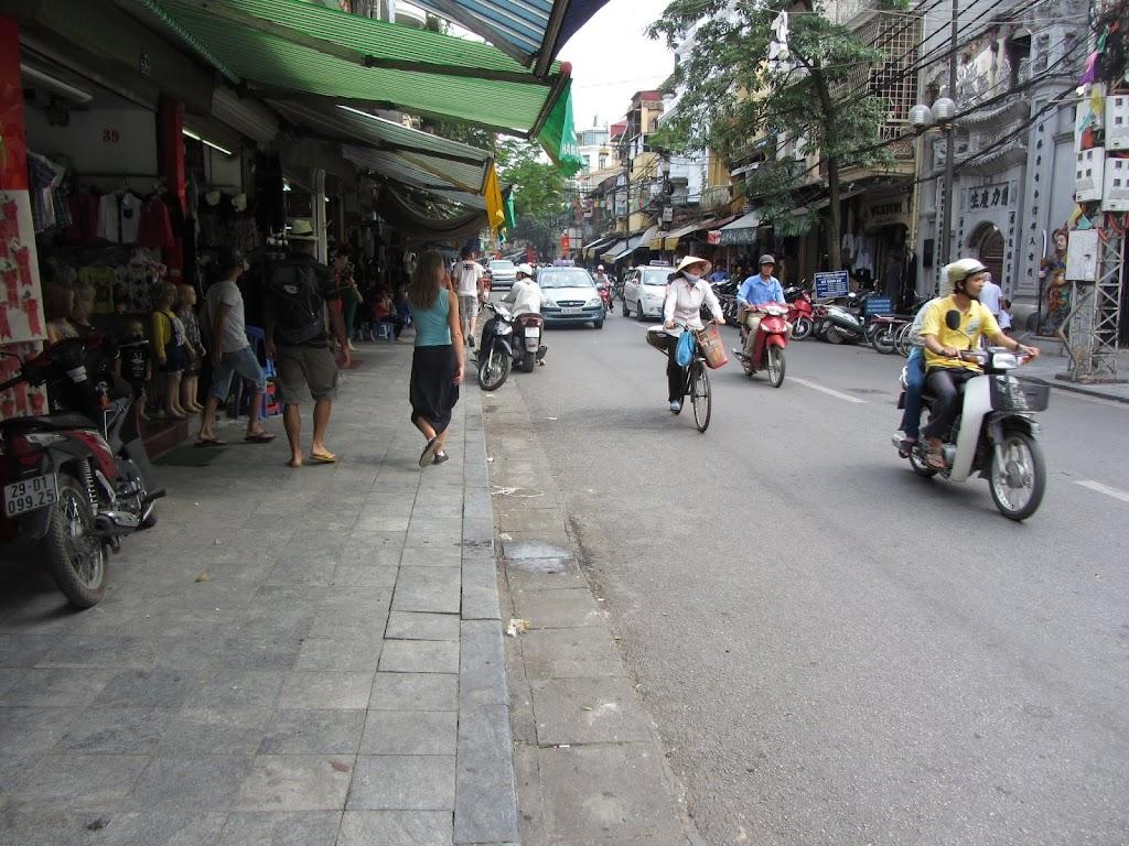 0015The_Streets_of_Hanoi