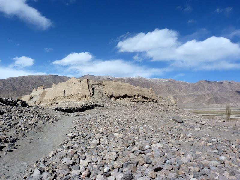 XINJIANG. Karakoram Highway, lune des plus haute route au monde, en passant a 4400 m - P1280595.JPG