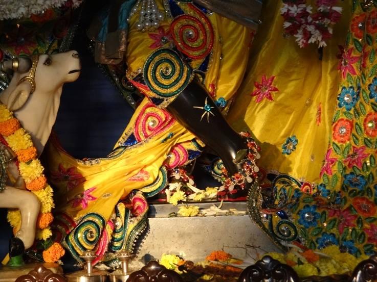 ISKCON Nigdi Deity Darshan 18 Dec 2015 (3)