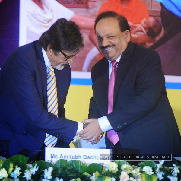 (L-R) Amitabh Bachchan and Dr. Harsh Vardhan during the UNICEF event.