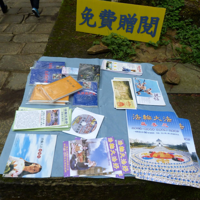 tracts Falun Gong