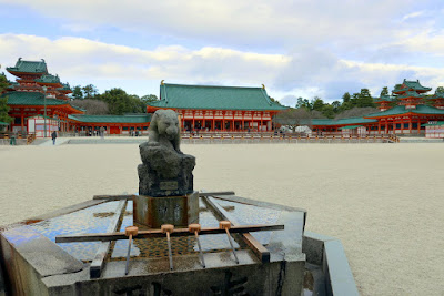 The shrine's main buildings convey the atmosphere of elegance of the Heian Period (794-1185). In those days, the Japanese people welcomed Chinese culture warmly, and we can still find in this shrine today many features and artifacts connected with Chinese culture. The actual shrine grounds themselves are very spacious, with a wide open court at the center.