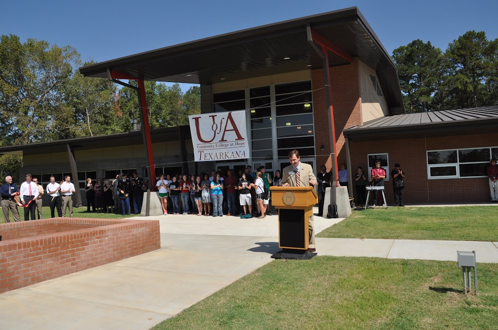 UACCH-Texarkana Ribbon Cutting - DSC_0392.JPG