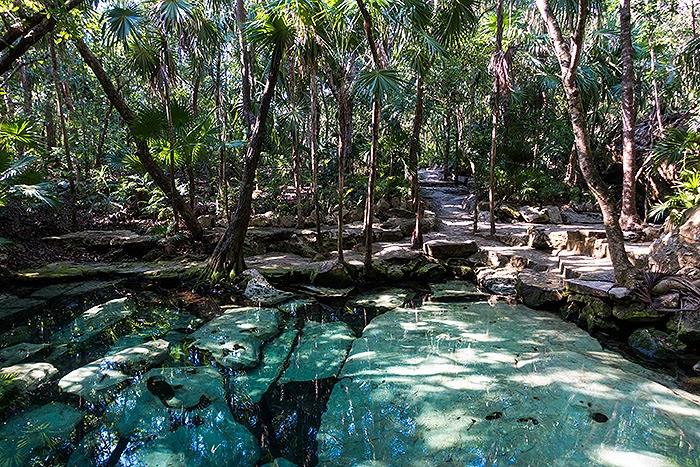 CenoteAzul02.jpg