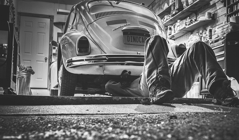 Tips Mengganti Oli Mobil dalam 4 Langkah Sederhana