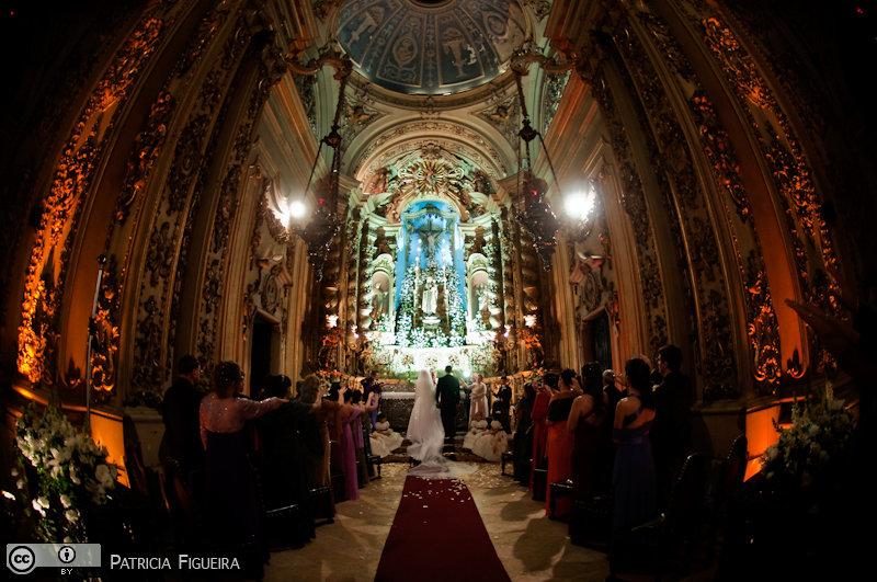 Foto de casamento 3104 de Fabiana e Johnny. Marcações: 17/07/2010, Casamento Fabiana e Johnny, Igreja, Igreja Nossa Senhora Monte do Carmo, Rio de Janeiro.