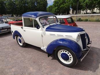 2017.07.01-105 Juvaquatre Pick-up 1957 dans le bouchon