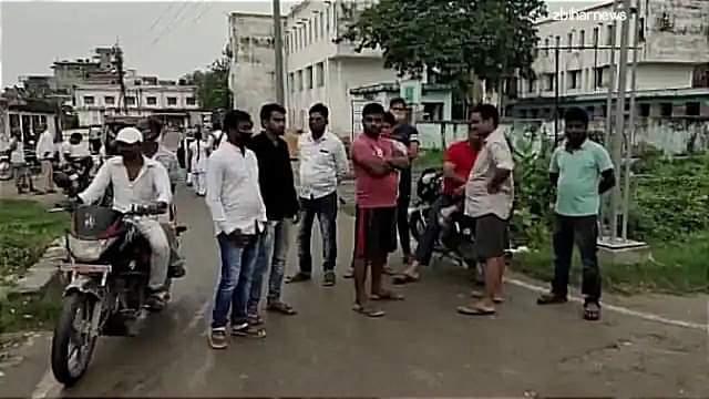 मुजफ्फरपुर में गैंगवार बाइक सवार बदमाशों ने मुखिया के भाई को गोलियों से भून डाला