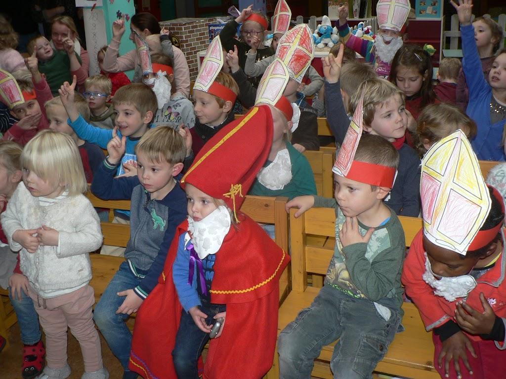 Sinterklaas op bezoek - P1270309.JPG