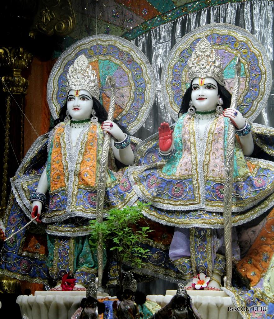 ISKCON Juhu Mangal Deity Darshan on 5th Aug 2016 (3)