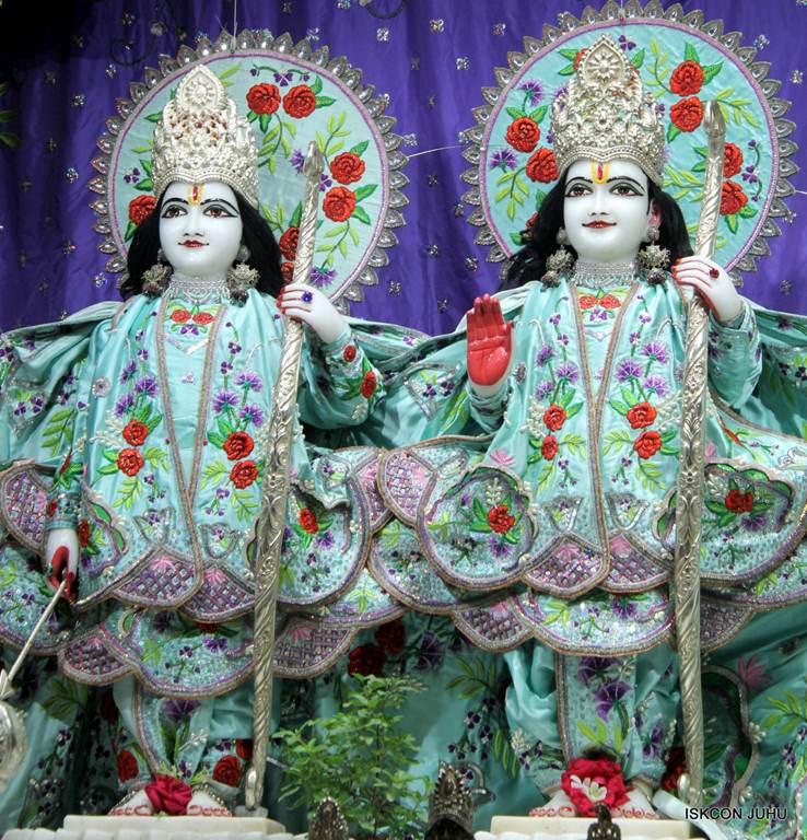 ISKCON Juhu Mangla Deity Darshan 17 Dec 2015 (28)