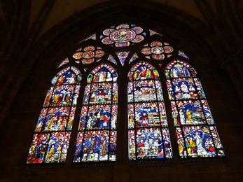 2017.08.22-024 vitraux dans la cathédrale