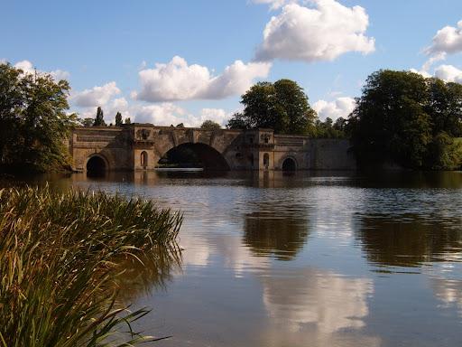 bridge over blenheim palace lake
