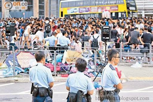 昨晨在添美道一帶駐守的警員人數明顯減少。