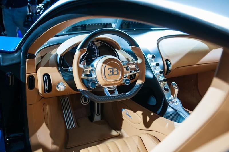 2016 Bugatti Chiron interior looks