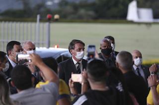 Bolsonaro quer que vacinados assinem 'termo de responsabilidade'