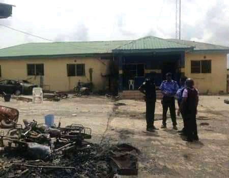 Unknown Gunmen Attack SARS Station In Enugu; 6 Officers Killed And All Inmates Freed