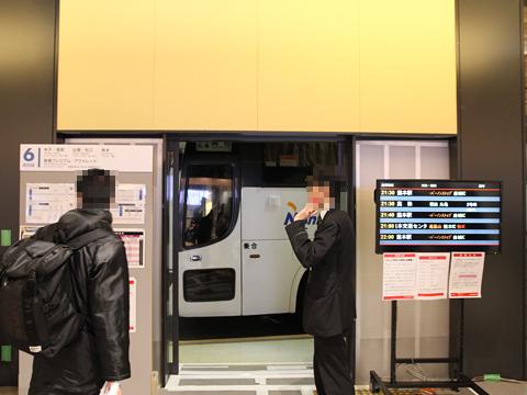 西鉄高速バス「さぬきエクスプレス福岡号」 3802 西鉄天神BC6番乗り場入線