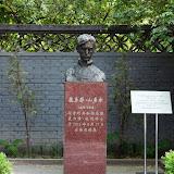 A szobor a Lu Xun Irodalmi Múzeumban található