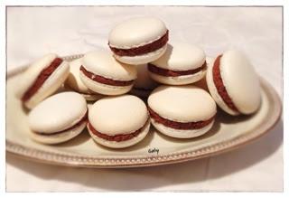 Macarons con namelaka al cioccolato fondente