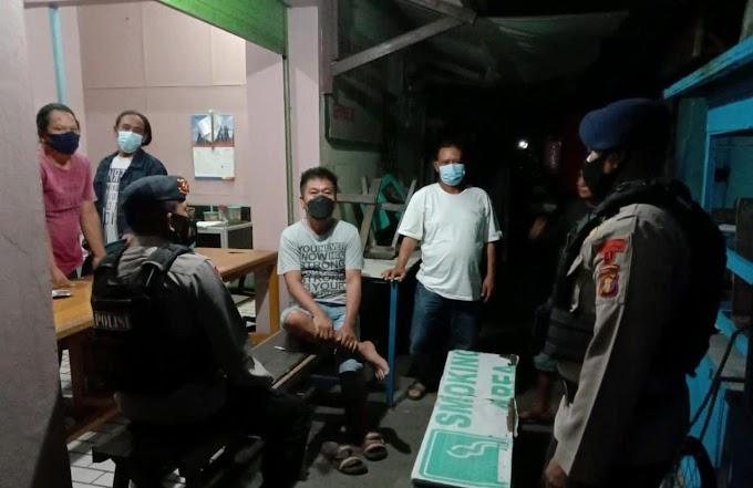 *Patroli Brimob Kaltim Singgahi Pos Kamling, Ingatkan Warga Wajib Terapkan Prokes