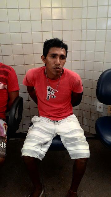 PM de Alter do Chão, em Santarém, no Pará, prende dois assaltantes.