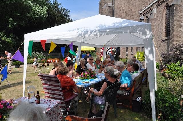 Afsluiting werkjaar voor vrijwilligers Hillegom - 2015-07-04%2B02.25.51.jpg