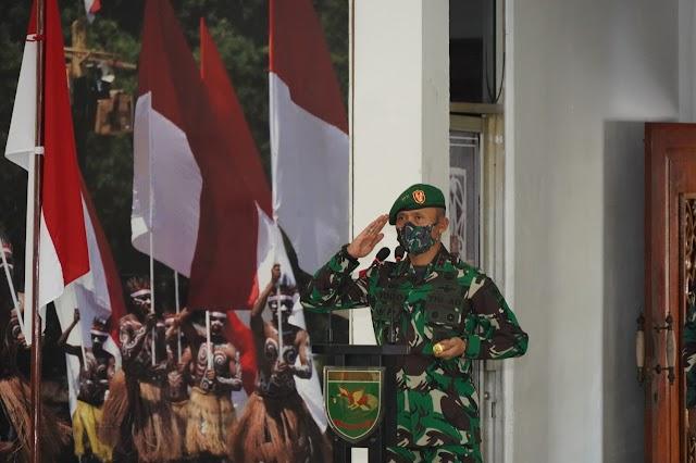 Pangdam XVII/Cenderawasih Pimpin Upacara Serah Terima Jabatan dan Tradisi Korps Pejabat Kodam