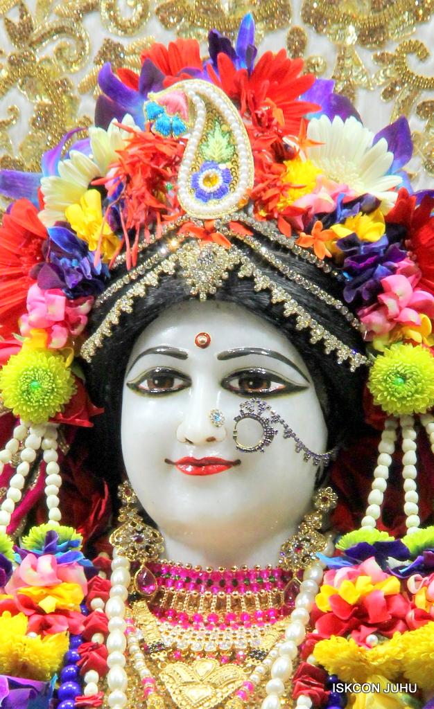 ISKCON Juhu Sringar Deity Darshan on 24th Oct 2016 (29)