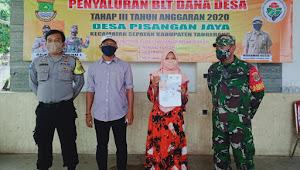 Dua Sekaligus, Program Bantuan Desa Pisangan Jaya Menyalurkan 1.597 KPM (BLT DDS Dan BST POS)