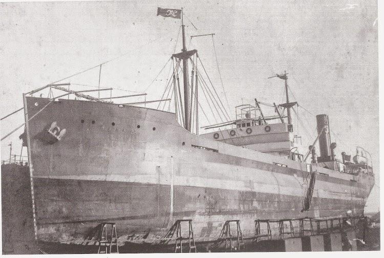 Vapor SAC 6º en el dique flotante y deponente. Barcelona. Ca. 1930. Colección Jaume Cifre Sánchez. Nuestro agradecimiento.jpg