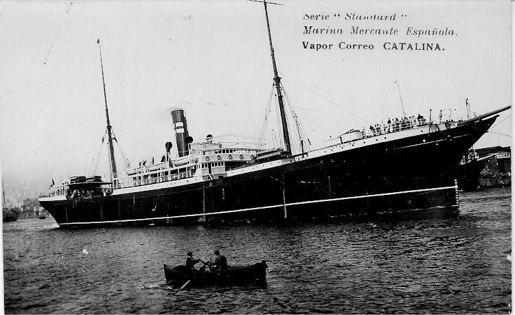 El vapor CATALINA saliendo del puerto de Barcelona. Postal cedida por Jaume Cifre Sanchez. Nuestro agradecimiento.jpg