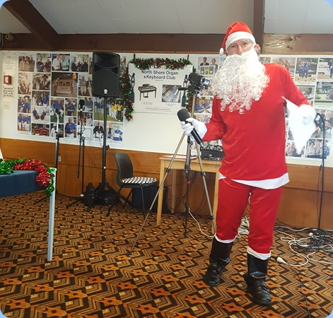 Wow, the Jolly Old Man from Lapland made the trip down under to wish us wll for Chirstmas and the New Year.