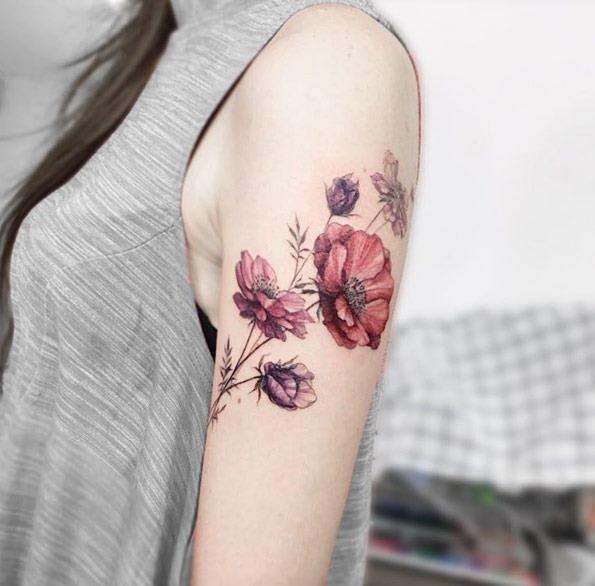 Estes elegantes flores no braço
