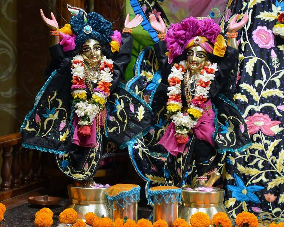 ISKCON Nasik Deity Darshan 03 Feb 2016 (15)