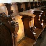 Collégiale Saint-Martin : stalles à la décoration d'influence italienne