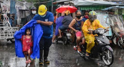 Topan Goni Tewaskan 7 Orang di Filipina, 1 Juta Warga Dievakuasi