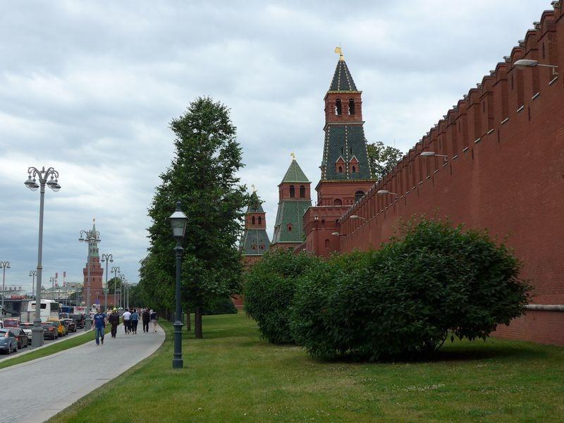 [Kremlin-mur-le-long-de-la-moscova8]