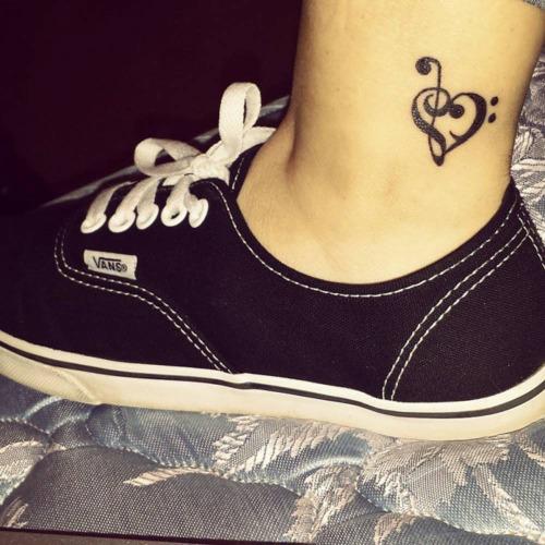 Pequeno bonito notas musicais e o coracao ideias de tatuagens para meninas e meninos