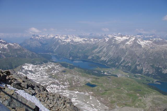 L'Engadine et le Lac de Sils depuis le Pic Corvatsch, 3303 m (Grisons, CH). 13 juillet 2013. Photo : J.-M. Gayman